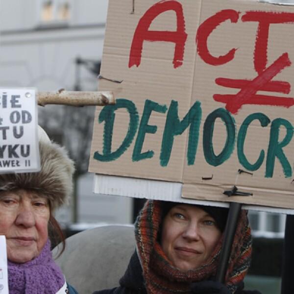 Los críticos de ACTA temen que se adopte una la censura en Internet y que haya castigos duros para quienes usan material protegido.