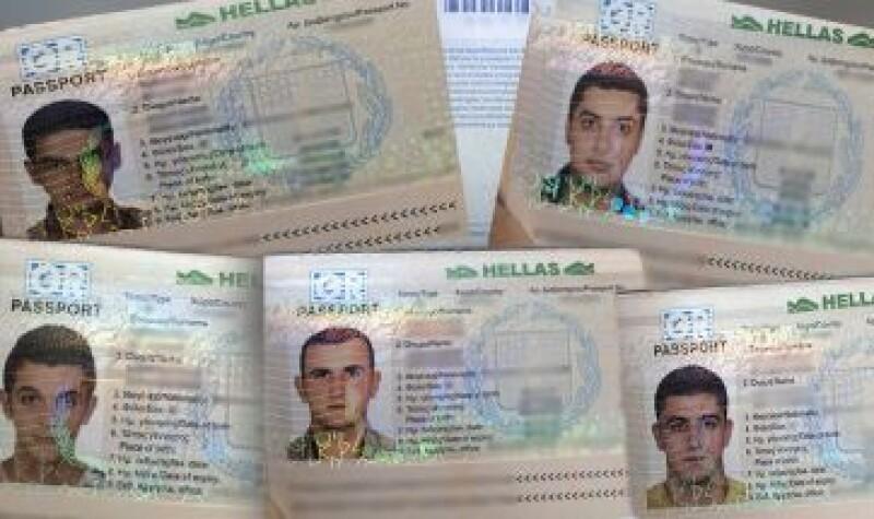 Se desconoce cómo los hombres obtuvieron los pasaportes. (Foto: CNN Español)