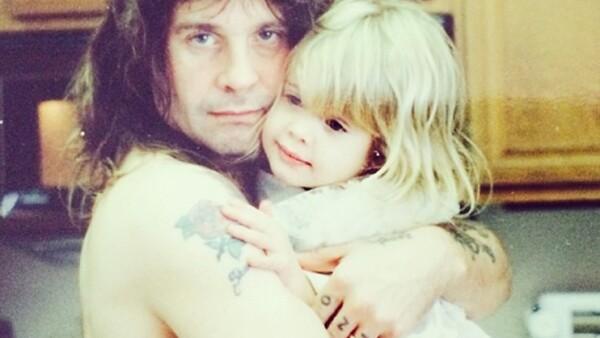 Kelly Osbourne tiene algo que no puede negar: las raíces rockeras que le dio su papá, Ozzy Osbourne.
