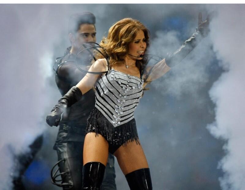 La cantante complació a los asistentes con la interpretación de sus grandes éxitos.