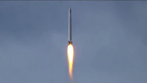 Irán lanzó con éxito su primer satélite militar en medio de tensiones con EU
