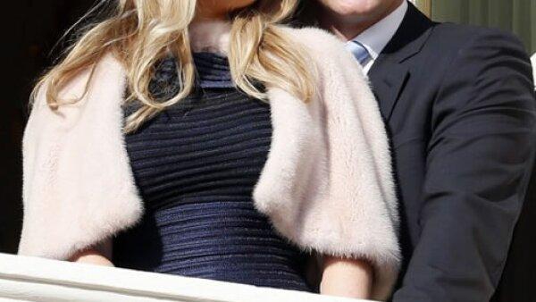 Gareth Wittstock, hermano de Charlene, y su novia Roysin Galvin, fueron invitados al especial momento.