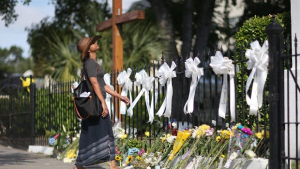 Taylor Swift, Chris Pratt, Reese Whitersrpoon y otros se han unido en plegarias luego de la tragedia ocurrida en una iglesia de Carolina del Sur en la que murieron nueve personas.