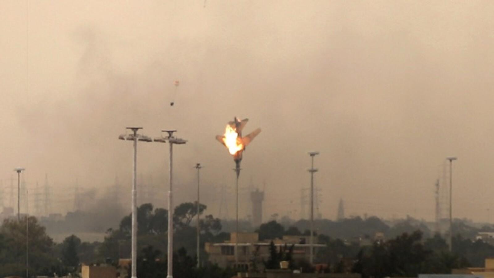 Momento 2: caída del avión rebelde en Libia