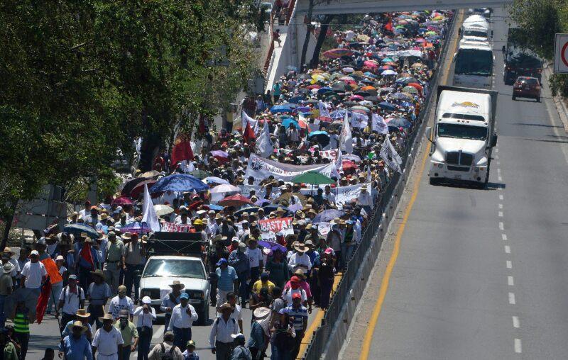 La Autopista del Sol ha sido bloqueada en varias ocasiones por miembros de la CNTE, como reclamo por la aprobación de la reforma educativa.