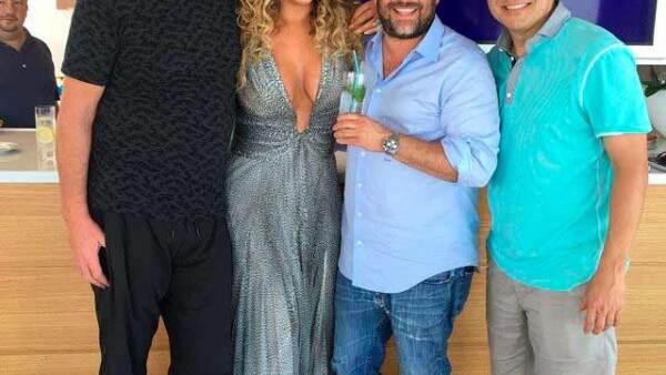 Tras disfrutar de su amor en Capri, la pareja viajó a Cannes, donde se dejaron ver inseparables.