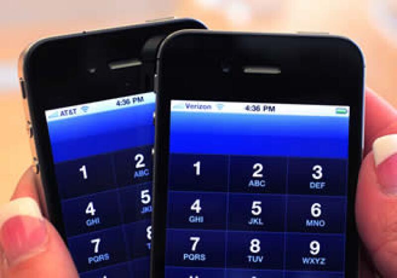 La más reciente versión del iPhone salió a la venta a mediados e 2010. (Foto: AP)
