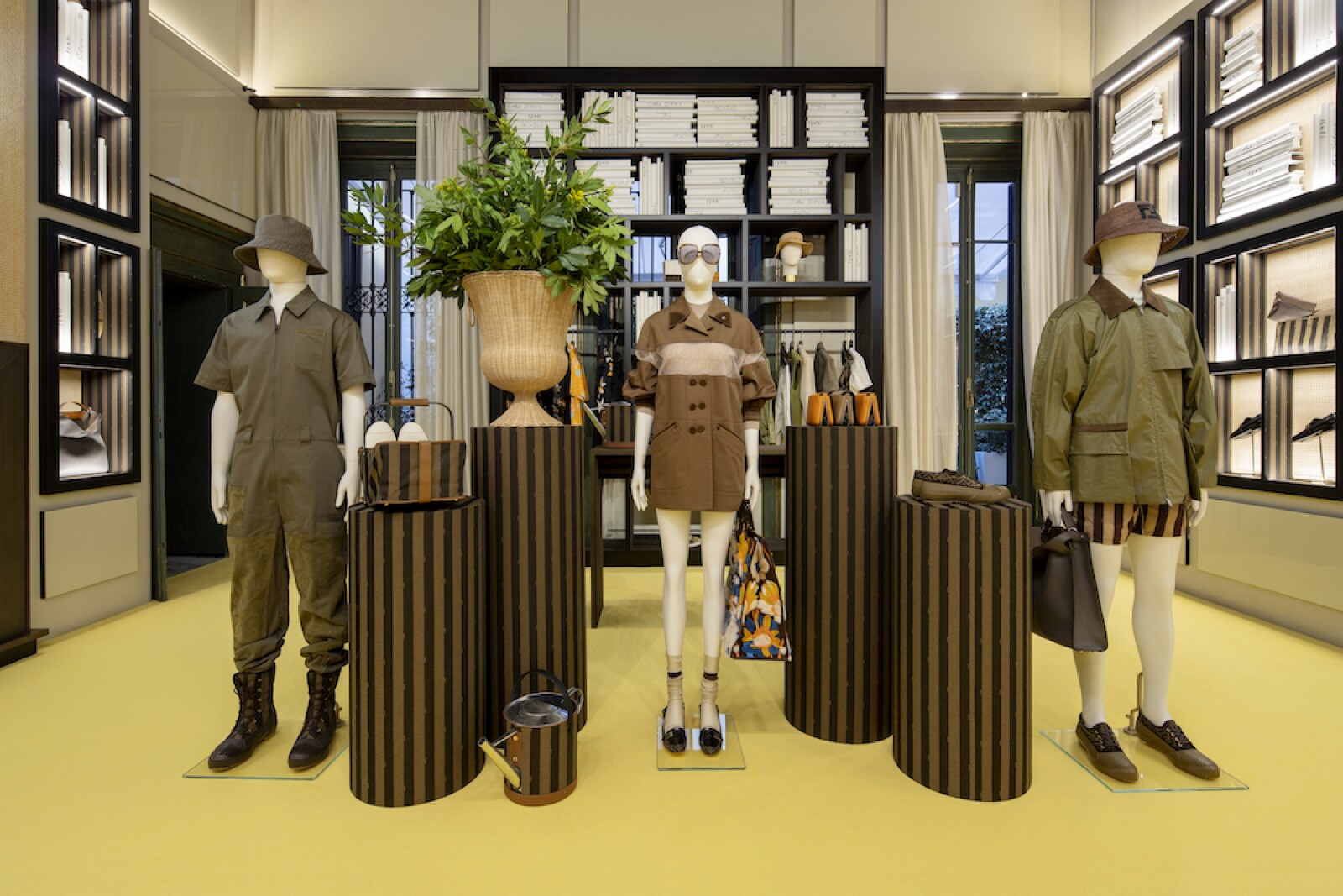01_FENDI Men's Pop-up in Via Montapoleone Milan.jpg