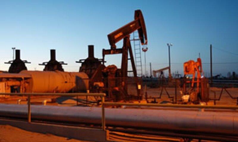 En su última reunión, la OPEP decidió no reducir su producción pese a los bajos precios del petróleo. (Foto: Especial)