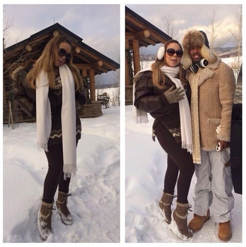 """La diva del pop se dejó ver en un festivo traje de baño rojo, paseando a su perro por las calles nevadas de Aspen en lo que ella llamó """"una tradición""""."""