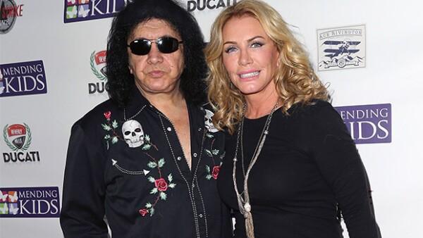 La policía de Los Ángeles ingresó a la casa del bajista de la banda KISS, cercana a Beverly Hills, como parte de una investigación por el delito de pornografía; sin embargo, él no es sospechoso.
