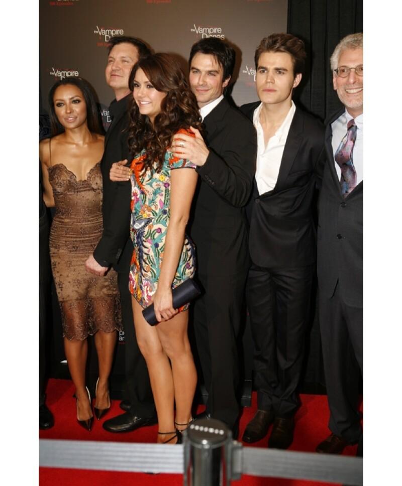 Tras Romper Con Derek Nina Ve A Ian En Fiesta De The Vampire Diaries
