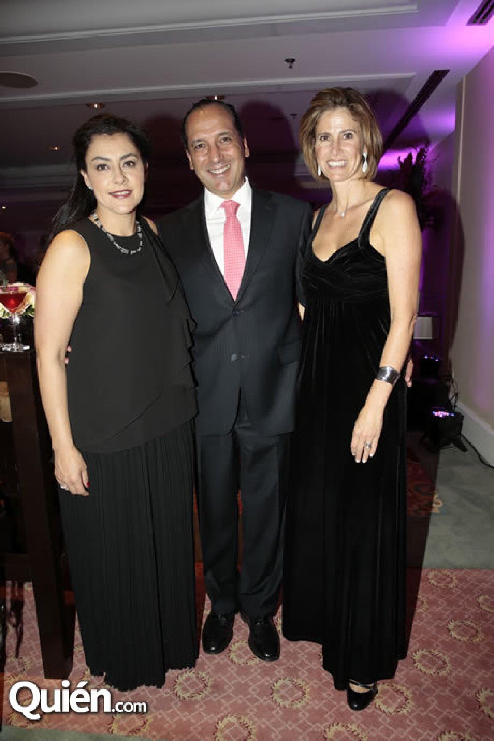 Leticia Sánchez,Héctor Aréchiga,Mara Villa