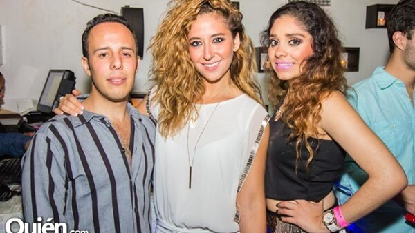 Jorge Castro,Anaiza Aguilar y Roxana Velóz