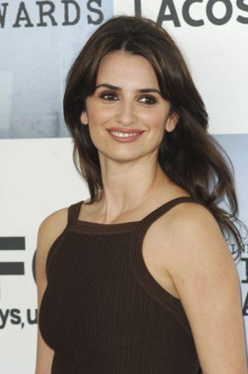La española ha participado en distintas películas en distintos idiomas. En su segunda nominación al Oscar, se lleva la estatuilla dorada.