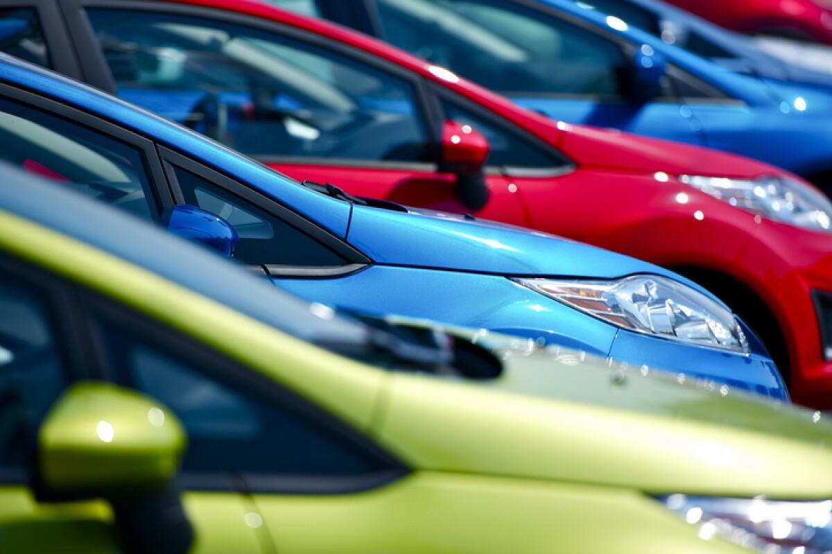 La venta de autos crece en enero por primera vez en 19 meses