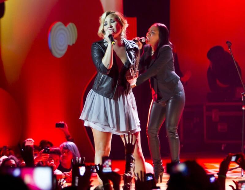 La cantante se llevó a casa los trofeos a La Canción para Ringtone más Irresistible, El Artista más Irresistible y Sería Irresistible ser Amigo en Facebook.