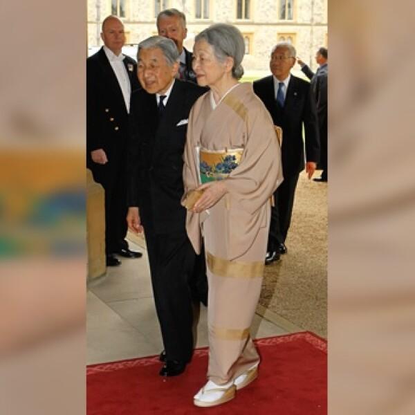 el emperador Akihito, y la emperatriz Michiko llegal al castillo de Windsor