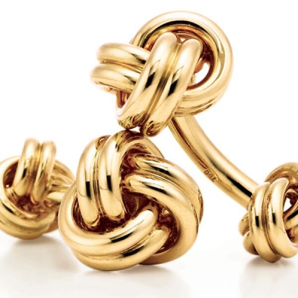 Otro estilo de mancuernillas, bañadas en oro de 18 kilates y con un precio cercano a los 25,000 pesos.