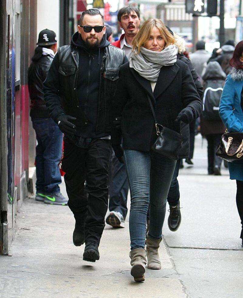 La actriz y el rockero han decido dar el siguiente paso en su relación tras vivir un tórrido noviazgo de siete meses.