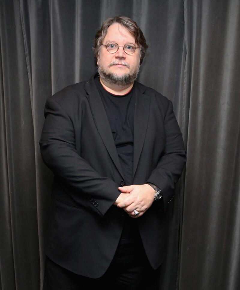 Guillermo Del Toro estrena La Cumbre Escarlata, una cinta llena de fantasmas.