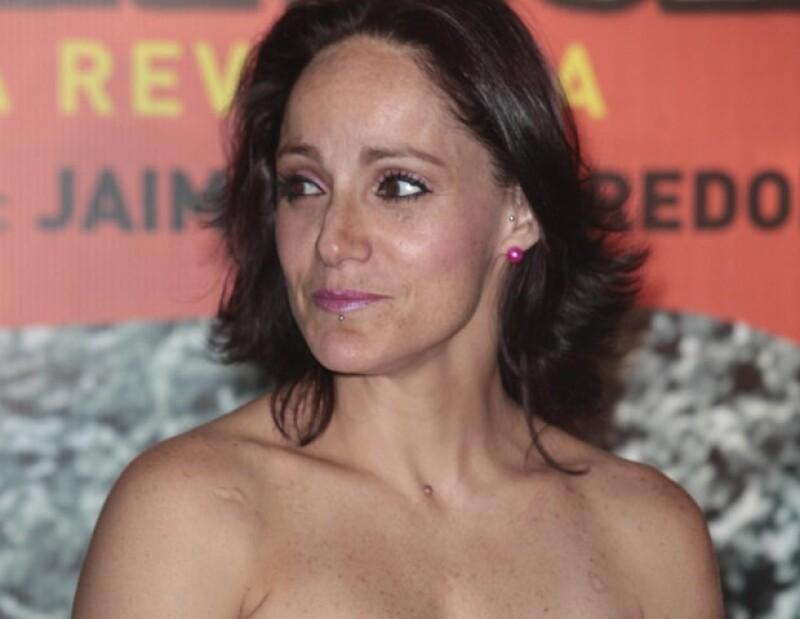 La cantante y actriz mexicana confesó que se sometió a una doble adenomastectomía para eliminar su predisposición a padecer cáncer de mama, como lo hizo la pareja de Brad Pitt.