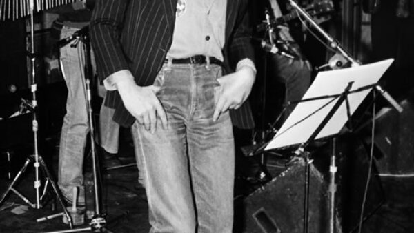 Serge Gainsbourg fue un compositor y cantante frances responsable de musicalizar cerca de 40 películas. Tuvo una hija, Charlotte, con la actriz y cantante Jane Birkin.