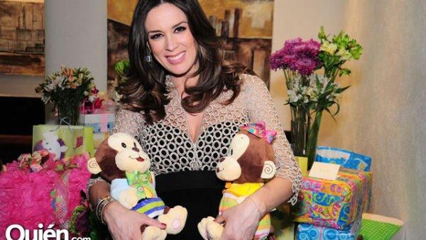 Jacky Bracamontes pronto se convertirá en mamá de dos pequeños: Jacky y Martín, que también es el nombre de su esposo.