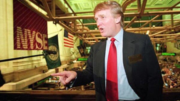 Groupon no rompió en su totalidad con Trump, y aún muestra descuentos de hospedaje en el Trump Plaza Hotel and Casino. (Foto: AP)