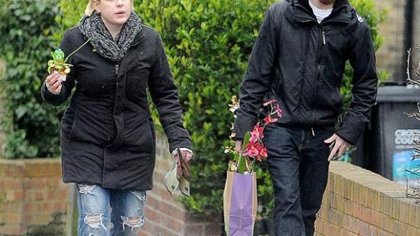 A siete meses de haberse casado, Isabella Cruise y Max Parker fueron vistos paseando por las calles de Londres.