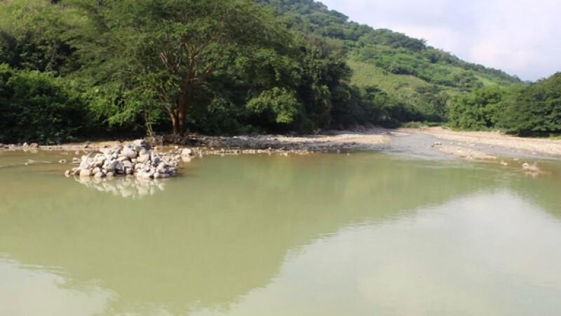 El río en La Concordia, Sinaloa, que resultó afectado por el derramamiento de más de 10,000 toneladas de residuos