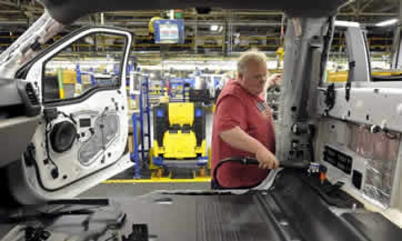 Economistas esperaban una caída del 0.2% en la producción industrial general. (Foto: Reuters )