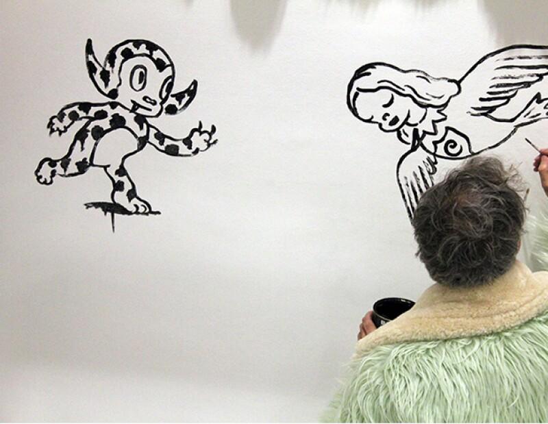 El excéntrico Gary pintando las paredes de la boutique Colette en París.