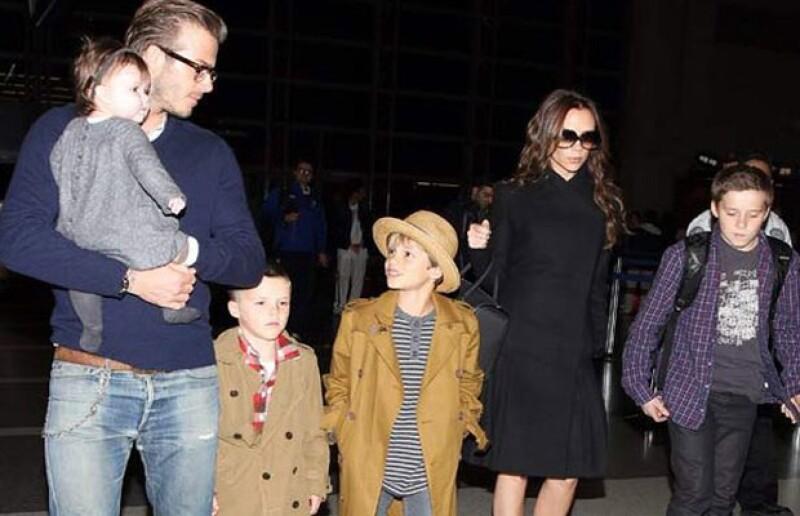 David y Victoria Beckham junto con sus 4 hijos.