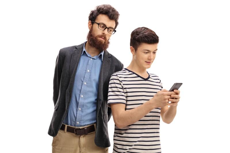 Padres e hijos con gadgete
