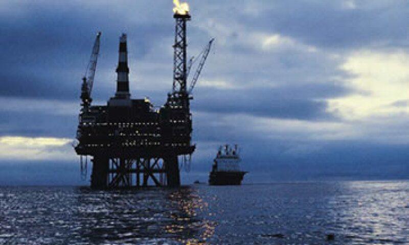 El experto contrasta la habilidad de las petroleras para subir precios y tener grandes ganancias con la recesión por la que atraviesa el país. (Foto: Thinkstock)
