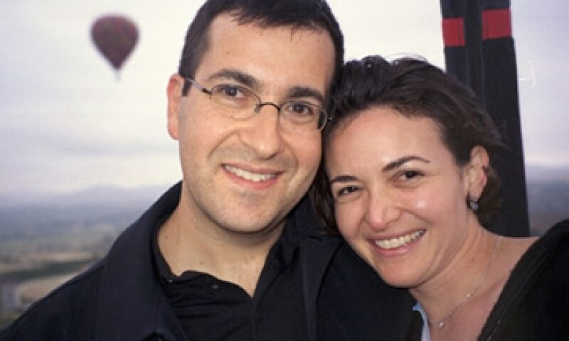 Sandberg atribuyó gran parte de su éxito a su matrimonio con Goldberg. (Foto: Cortesía CNNMoney)
