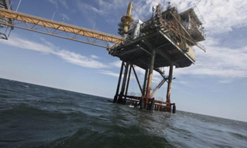 Los operadores dijeron que el plan de cobertura motivó un descenso de los contratos del crudo Brent. (Foto: AP)