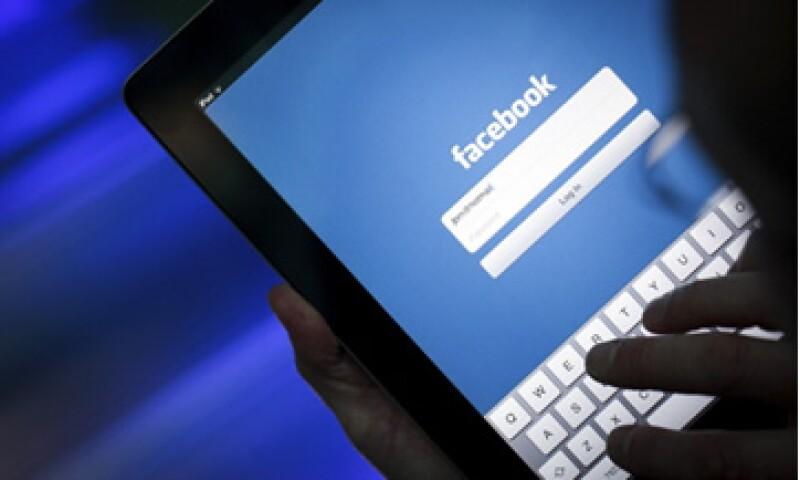 Los expertos esperan que Facebook aumente su negocio de publicidad móvil. (Foto: Getty Images)
