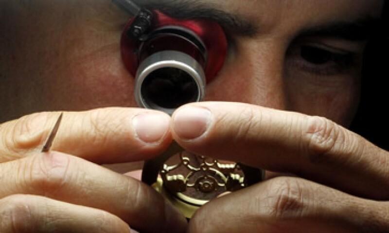 Los empresarios relojeros aseguran que los clientes mexicanos están interesados en conocer cómo operan los relojes mecánicos. (Foto: Reuters)