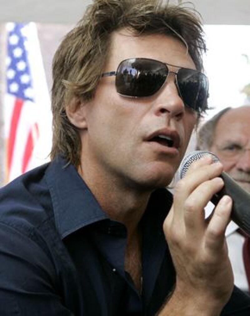 El cantante recaudará fondos para ayudarle a pagar la deuda de su campaña presidencial.