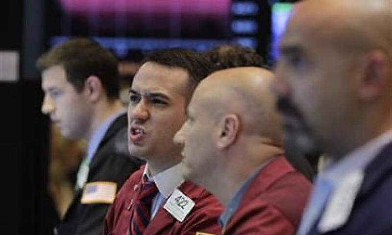 La baja de calificación a EU podría elevar los costos de financiamiento del Gobierno, las empresas y los consumidores. (Foto: Reuters)