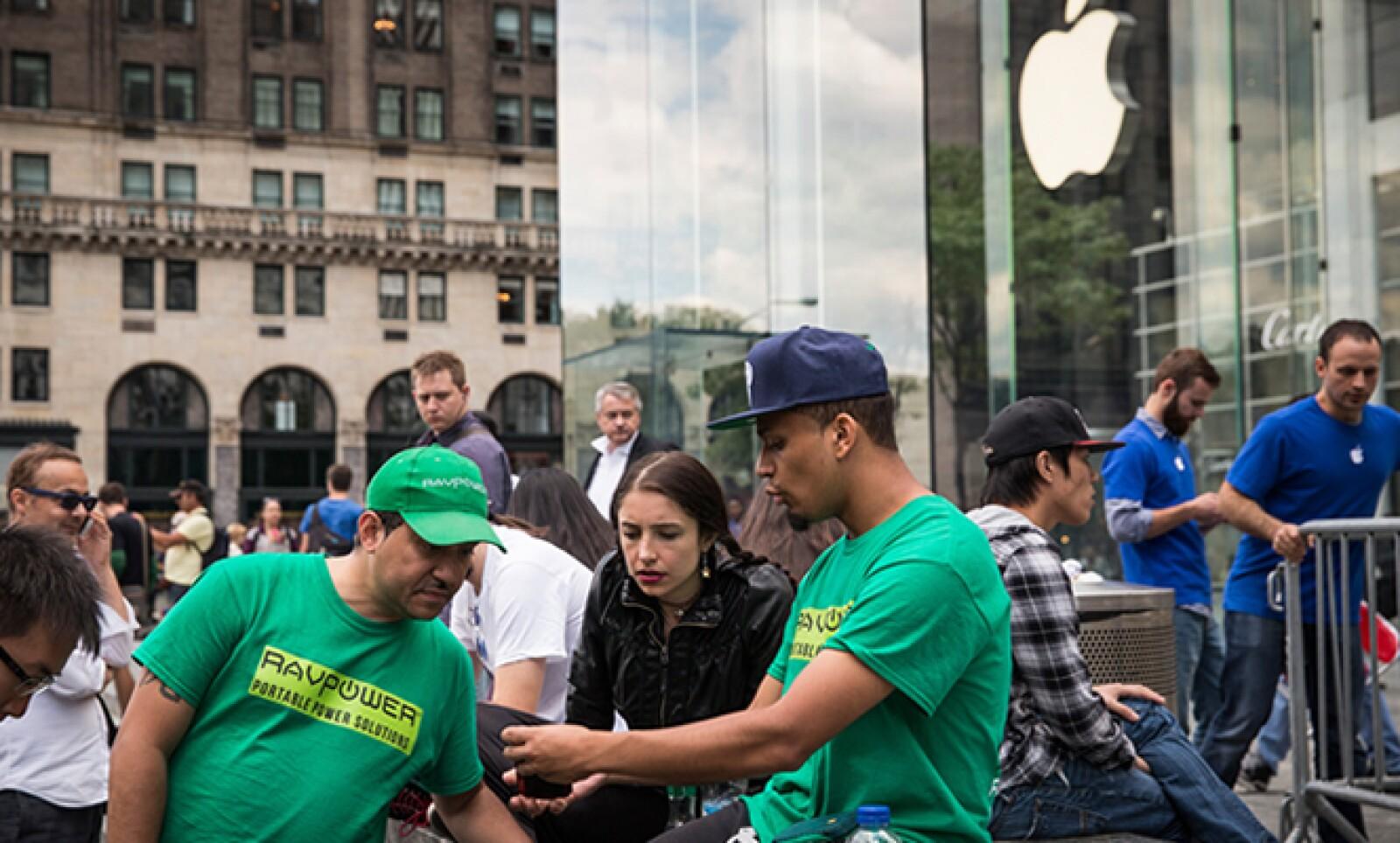 En la icónica Apple Store de Nueva York esperaban ansiosos por el iPhone 6.