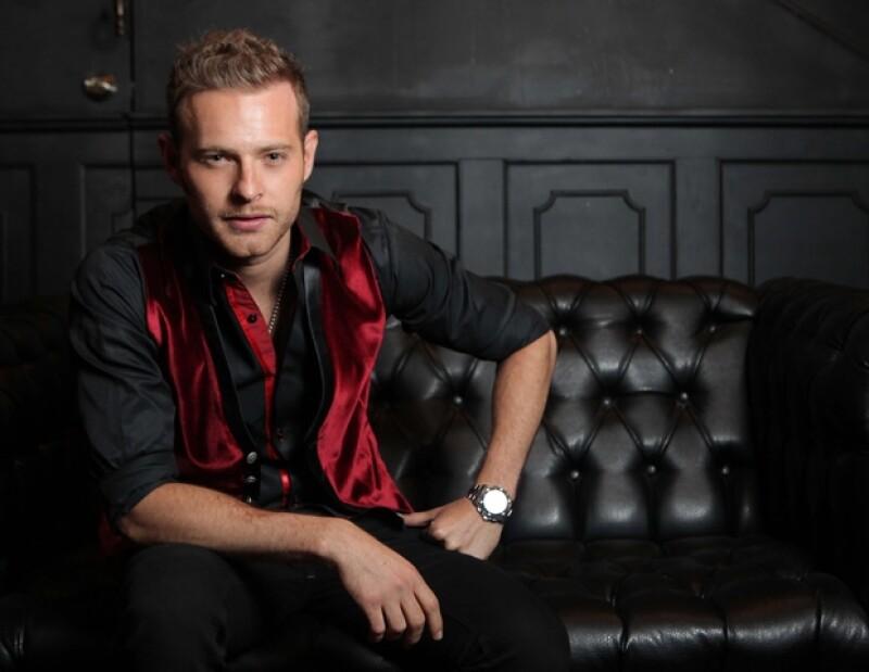 El actor en una sesión de fotos en Walther, antro que recientemente abrió.