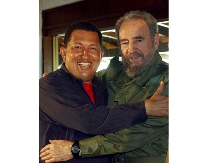 Fidel y el presidente venezolano Hugo Chávez llevan una buena relación, más porque Chávez visita Cuba constantemente debido a las quimioterapias que recibe.