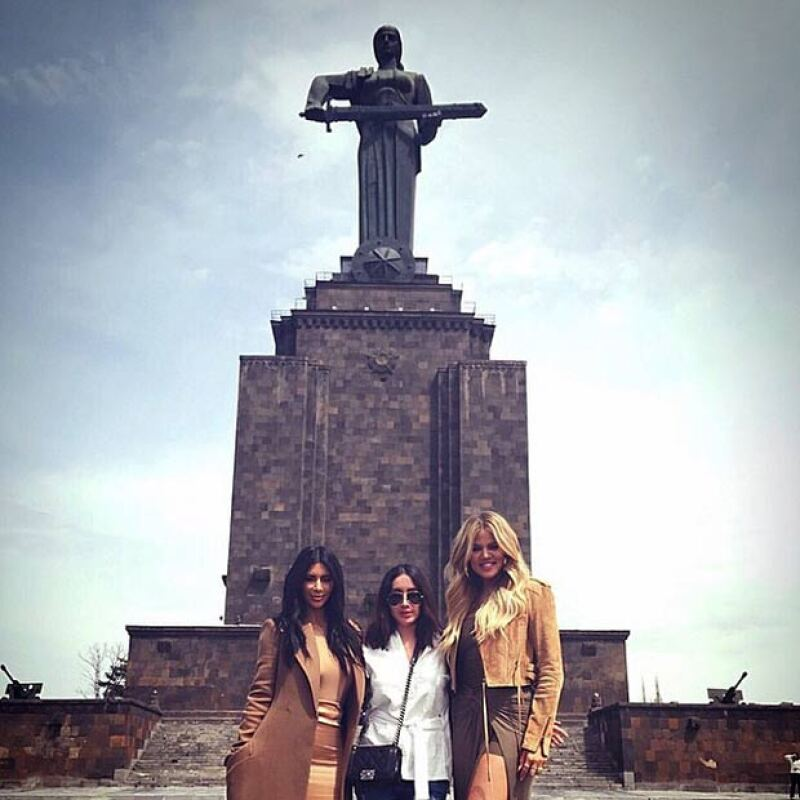 Las celebridades están conociendo los puntos principales de Armenia, país en el que nació su bisabuelo.