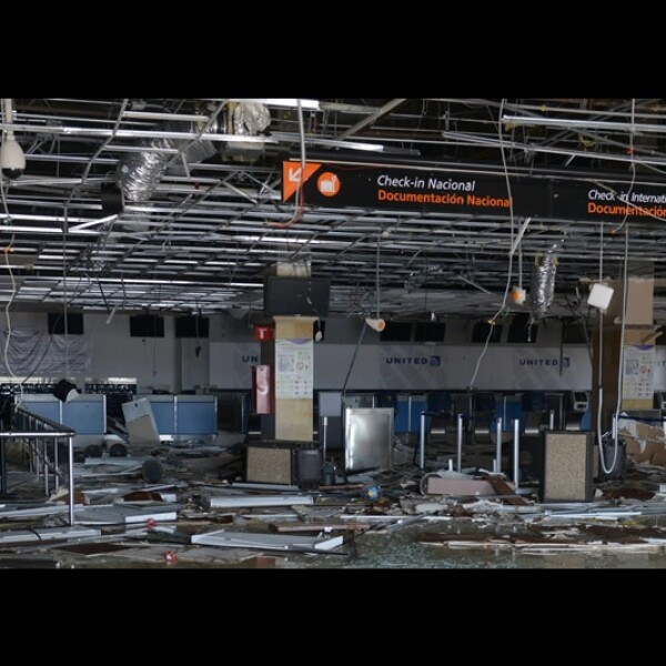 Odile aeropuerto Los Cabos destrozos