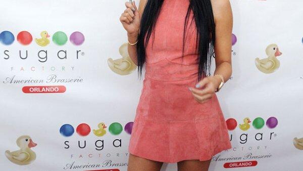 La estrella de tv viajó a Orlando para inaugurar una tienda de dulces, y seguro no esperaba la sorpresiva bienvenida que sus fans tenían para ella.