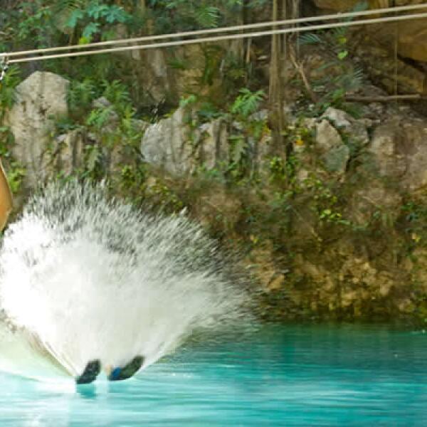 Desde tirolesa y cuevas con estalactitas, Xplor es un nuevo parque de la Riviera Maya dedicado a la aventura extrema.