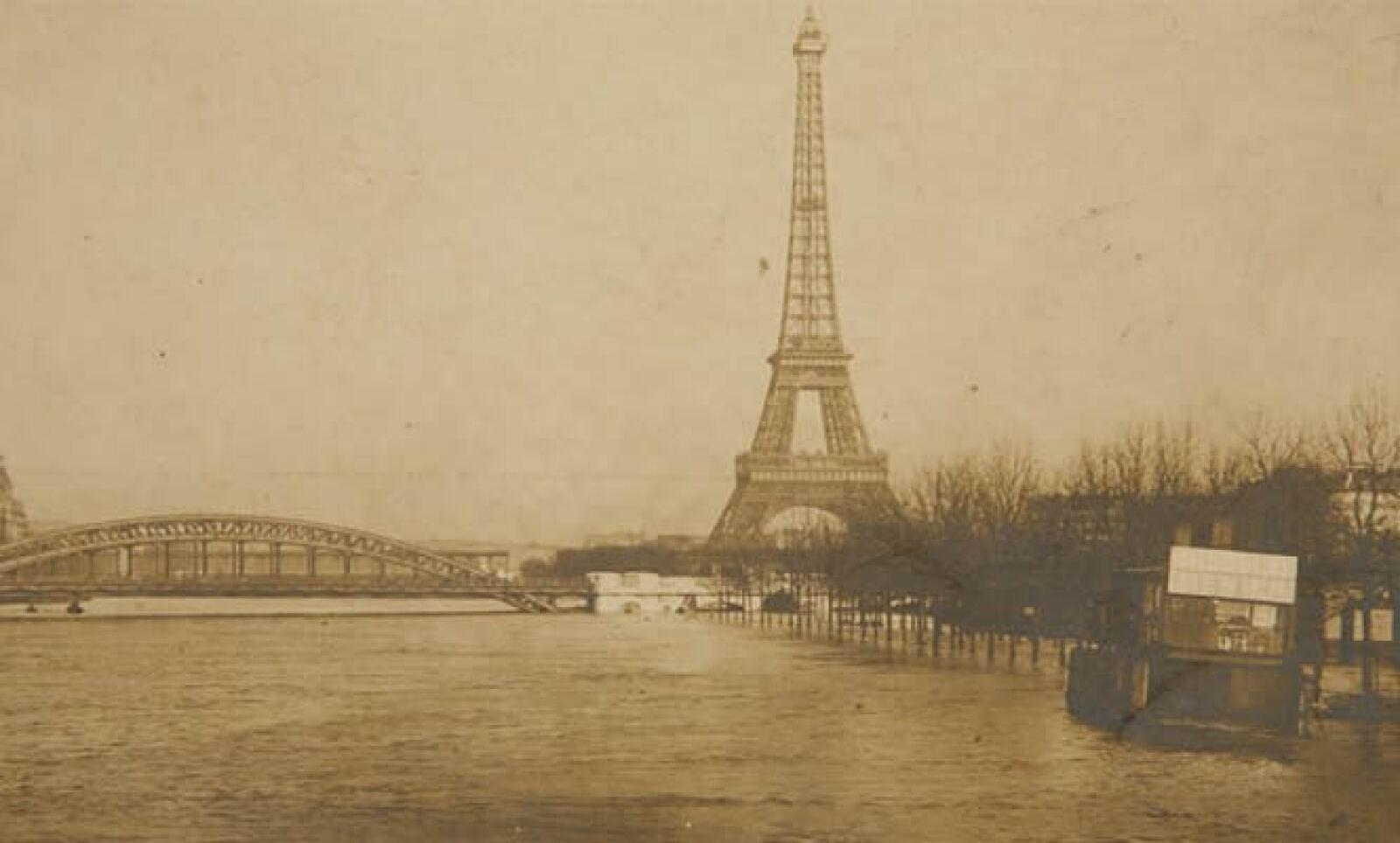 En 1910, la Ciudad de las Luces sufrió una grave inundación, dejando a la capital francesa incomunicada por varios días.
